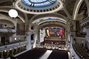 640px-smetana_hall_at_the_municipal_house_obecni_dum_prague_-_9012